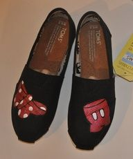 So cute.DIY Toms !!! #diy #Toms #shoes