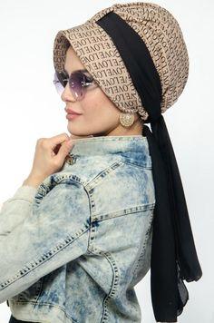Siyah Desenli Şapkalı Bone Mode Turban, Head Turban, Hair Scarf Styles, Hijab Fashionista, Gucci Outfits, Turban Style, Islamic Clothing, Scarf Design, Abaya Fashion