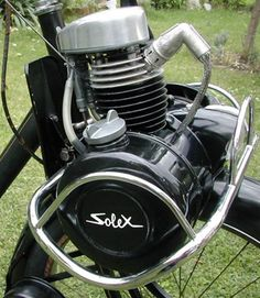 Solex ... Check out the history at http://solexmillenium.fr/