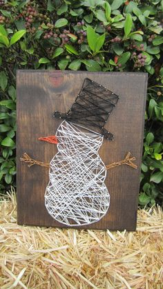 Snowman String Art Sign by StringsbySamantha on Etsy - DIY and Crafts Art And Craft Videos, Easy Arts And Crafts, Diy Crafts, Nail String Art, String Crafts, Snowman Crafts, Holiday Crafts, Holiday Ideas, Arte Linear
