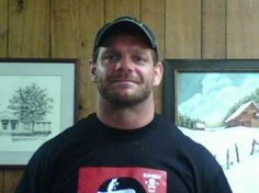 This photo of the professional wrestler Chris Benoit was taken by his psychologist on the day he killed his wife. A few days later he killed his son and took his own life. Bonnie And Clyde Death, Emotional Pictures, Chris Benoit, Eddie Guerrero, Best Wrestlers, Haunting Photos, Celebrity Deaths, Iconic Photos, Professional Wrestling