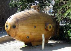 A wooden steam powered submarine: the Ictíneo
