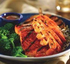 Red Lobster's Salmon New Orleans copycat recipe. Tells you how to make the rich lemon butter sauce and cajun seasonings for the salmon. Serve with a side of veggies or mashed potatoes. Red Lobster Restaurant, Seafood Restaurant, Restaurant Recipes, Delicious Restaurant, Lobster Recipes, Seafood Recipes, Cooking Recipes, Healthy Recipes, Shellfish Recipes