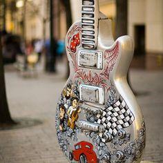 Una colección con fotos de instrumentos hermosos.  + Guitarras eléctricas/acústicas/criollas + Guitarras con diseño sobrio + Guitarras vintage + Guitarras custom + Guitarras locas #muy visuales #diseño #la vida es arte #guitarrearte #musica #instrumento #arte #musical #guitarra