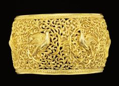 A VERY FINE OPENWORK GOLD CUFF BRACELET, PROBABLY GUJARAT, LATE 17TH-EARLY 18TH CENTURY