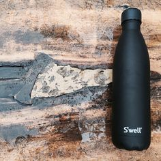 #swellbottle Onyx bottle (Stone collection) with a Black Licorice cap