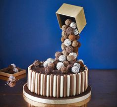 Tiers & Spheres Anti-Gravity Cake Kit is ideal for making celebration cakes. Chocolate Truffle Cake, Chocolate Truffles, Food Cakes, Cupcake Cakes, Malteser Cake, Cake Frame, Gravity Defying Cake, Anti Gravity Cakes, Cake Kit