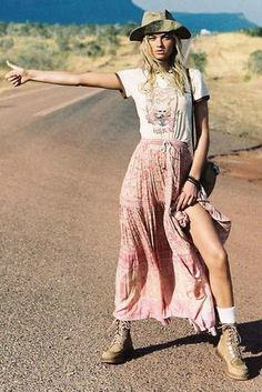 The Bohemian Lifestyle on Covetboard features an eclectic mix of bohemian decor and fabulous boho fashion. Covet bohemian fashion now on Covetboard. Moda Boho, Midi Skirt Outfit, Skirt Outfits, Maxi Dresses, Casual Dresses, Looks Hippie, Estilo Hippie Chic, Mode Hippie, Cooler Look