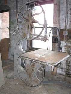 I Would like an early Band Saw like this one. even if it never works, it Looks awesome! Woodworking Blueprints, Woodworking Power Tools, Carpentry Tools, Antique Woodworking Tools, Antique Tools, Old Tools, Woodworking Machinery, Vintage Tools, Woodworking Projects