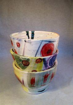 Bowls cerámicos en torno, pintados a mano.