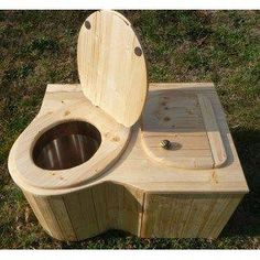 toilette sèche d'angle Outside Toilet, Outdoor Toilet, Outdoor Baths, Tiny House Cabin, Tiny House Plans, Hidden Toilet, Roof Shapes, Off Grid Cabin, Pallet House