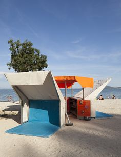 Pop-up beach library in France