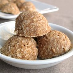 Raw vegan date coconut macaroons with just four ingredients - coconut, dates, vanilla and salt