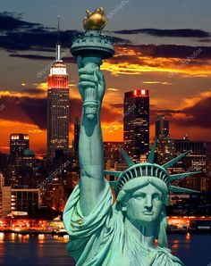 Bilder zu The Statue of Liberty and New York City skyline at dark Lizenzfreie Fotos. I Love America, God Bless America, Beautiful World, Beautiful Places, Gorgeous Lady, Beautiful Sunset, Places To Travel, Places To See, New York City