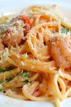 Weight Watchers Creamy Garlic Shrimp with Pasta Recipe - whole wheat spaghetti and shrimp in a white wine, cream, and garlic sauce topped with parmesan cheese - 10 WW SmartPoints