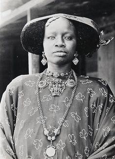 Africa   Wolof woman.  Dakar, Senegal   Vintage photographic print.  ca. 1940