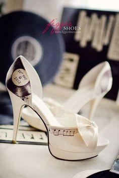 Zapatos de Novia pintados a mano. Fotos y dise�os de Figgie Shoes.