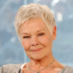 Why do the British allow their actors to age and still get great roles but in Hollywood its the end for most? Dame Judi Dench is a great example of a career still going strong. Judi Dench, Judy Dench Hair, Female Actresses, English Actresses, British Actresses, Short Hair Cuts, Short Hair Styles, Pixie Cuts, Short Pixie
