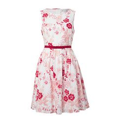 This pretty dress is great for summertime functions. This voile dress has a delightful floral print and secured ribbon waist band. Pretty Outfits, Pretty Dresses, Pretty Clothes, Target Dresses, Floral Prints, Summer Dresses, My Style, How To Wear, Inspiration