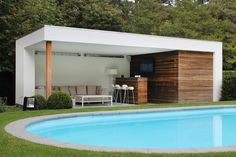Pool house with crepi and functions such as shower and toilet integrated in the inside . - Pool house with crepi and functions such as shower and toilet integrated in the interior. Modern Pool House, Modern Pools, Pergola Patio, Backyard Patio, Pergola Ideas, Modern Pergola, Black Pergola, Backyard Cabana, Pergola Carport