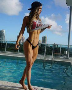 #Fitnessmodel Anlella Sagra zeigt sportliche #Beine :) Schnell und wirksam entwässern mit http://shredded-n.fit/1QjKxV4