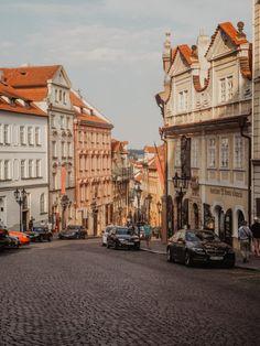 20 exceptional views of Prague - Prague and elsewhere Prague Photos, Explore Dream Discover, Gothic Buildings, Visit Prague, Church Of Our Lady, Prague Travel, Prague Czech Republic, Prague Castle, Old Town Square