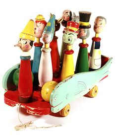Vintage toys at the University Suor Orsola Benincasa in Naples. Toys R Us, New Toys, Kids Toys, Antique Toys, Vintage Toys, Pull Wagon, Creepy Toys, Wood Turning Projects, Pull Toy