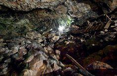 Pestera Ialomitei este o peșteră în Munții Bucegi, una din cele mai cunoscute din România. Se află pe versantul drept al Cheilor Ialomiței, în localitatea Moroeni, județul Dâmbovița, pe Muntele Bătrâna, la circa 10 km de izvoarele râului Ialomița, la o altitudine de 1.530 m. Este amplasată la circa 100 m în aval de morena frontală a Ialomiței, la altitudinea absolută de 1.660 m.