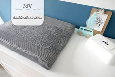 DIY: Aankleedkussenhoes - My Simply Special - DIY: Aankleedkussenhoes – My Simply Special - Baby Blanket Crochet, Crochet Baby, Baby Tarzan, Diy Bebe, Changing Mat, Diy Sewing Projects, Baby Hacks, Baby Sewing, Couture