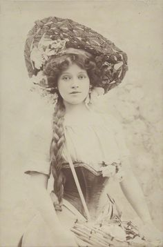 Ruth Vincent (1877-1955). English opera singer and actress, best remembered for her performances in soprano roles with the D'Oyly Carte Opera Company in the 1890s.