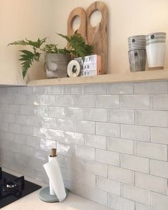 Kitchen Shelf Decor Ideas is agreed important for your home. Whether you pick the Kitchen Decor Ideas Apartment or Kitchen Color Ideas For Walls, you will make the best Kitchen Wall Decor Ideas for your own life. Kitchen Wall Tiles, Kitchen Shelves, Kitchen Backsplash, Kitchen Interior, Kitchen Decor, Kitchen On A Budget, My Living Room, Home Kitchens, Kitchen Remodel