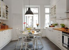 Maximizing small narrow galley kitchen can be easy by incorporating design with minimal movement. Galley kitchen ideas for small kitchens updated are here White Kitchen Interior, Swedish Kitchen, Cozy Kitchen, Interior Design Kitchen, Kitchen White, Country Kitchen, Home Design, Interior Ideas, Small Galley Kitchens