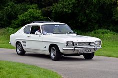 Ford Capri, Retro Cars, Vintage Cars, New Zealand Landscape, Classic Ford Trucks, Old Fords, Classic Motors, Ford Escort, Lifted Ford