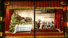 Inside Dolce & Gabbana's Italian market at Harrods, Visual Merchandising and Retail Inspiration Harrods Christmas, Christmas 2017, Christmas Windows, Italian Market, Italian Christmas, Food Displays, Italian Fashion, Retail Design, Visual Merchandising
