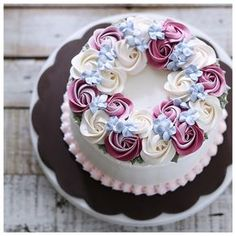 We take for granted the very things that most deserve our gratitude. Cake Decorating Frosting, Cake Decorating Tips, Cookie Decorating, Cake Icing, Buttercream Cake, Cupcake Cakes, Mini Cakes, Cake Fondant, Buttercream Flowers