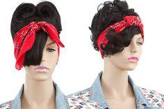 DIY Hair Accessoires: Pin-up Bandana Pin Up Bandana, Pin Up Style, My Style, Beauty Makeup, Hair Beauty, Pin Up Looks, Diy Hair Accessories, Diy Hairstyles, Hair Goals