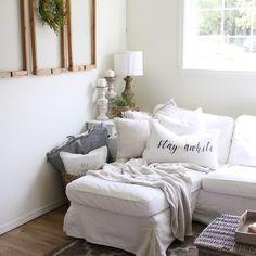 Cozy modern farmhouse living room decor ideas (16)
