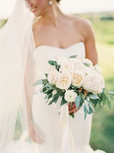 Juliet rose bouquet: http://www.stylemepretty.com/2015/03/02/navy-ontario-golf-club-wedding/ | Photography: When He Found Her - http://whenhefoundher.com/