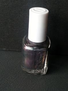 Essie - For the twill of it Använt på en swatchsticka Googla för bättre färg Frakt tillkommer Pris: 60:-