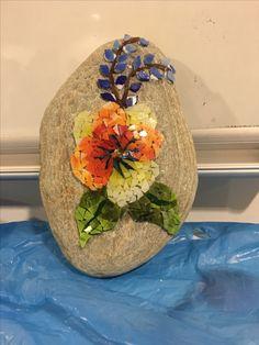 Taş ve mozaik Mosaic Rocks, Mosaic Tile Art, Mosaic Art Projects, Mosaic Crafts, Mosaic Designs, Mosaic Patterns, Paving Pattern, Mosaic Flowers, Mosaic Garden
