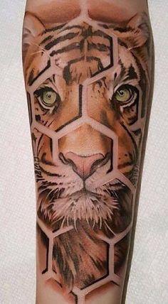 Los 10 Mejores tatuajes con significado Tiger Tattoo Thigh, Mens Tiger Tattoo, Tiger Eyes Tattoo, Leg Tattoo Men, Lion Tattoo, Cat Tattoo, Sleeve Tattoos, Best Leg Tattoos, Trendy Tattoos