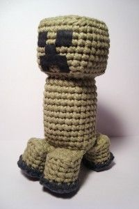 Amigurumi Minecraft Creeper Pattern - GASP I know just the yarn to do this with! Minecraft Crochet Patterns, Pokemon Crochet Pattern, Amigurumi Patterns, Knitting Patterns, Minecraft Pattern, Crochet Diy, Crochet Crafts, Crochet Dolls, Yarn Crafts
