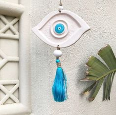 Makeup can do wonders and lift the hooded eyes up! Clay Projects, Clay Crafts, Natural Smokey Eye, Little Buddha, Deco Blue, Feather Painting, Eye Makeup Remover, Fatima Hand, Smokey Eye Makeup