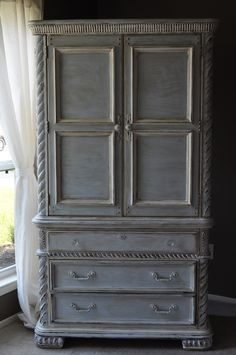 Annie Sloan Chalk Paint Ideas / Armoire