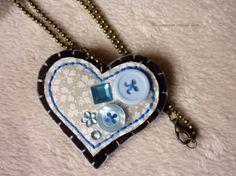 Corazón colgante marrón y azul / Mi marrano estrena lazo - Artesanio