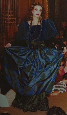 Juillet 1980. Haute couture hiver 1980/81. L Officiel 1000 modèles.