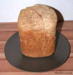 Ein schnelles, luftiges Brot aus dem Brotbackautomat. Man kann es einfach so essen ohne irgendwas oder mit zum Beispiel Frischkäse oder Salami. Das Brotbackrezept ist auch ohne Brotbackautomat umzustetzen. ... Mehr lesen German Bakery, Olive Bread, Just Eat It, Feta, Bread Baking, Cornbread, Bread Recipes, Food And Drink, Pudding