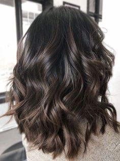 Dark brunette bayalage lob - All For Hair Color Balayage Ombre Hair Color, Hair Color Balayage, Hair Color Dark, Haircolor, Different Brown Hair Colors, Dark Fall Hair Colors, Hair Color Ideas For Dark Hair, Hair Colour Ideas For Brunettes, Lob Ombre