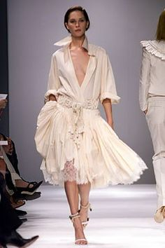 Givenchy Spring 2002 Ready-to-Wear Fashion Show - Erin Wasson, Alexander McQueen