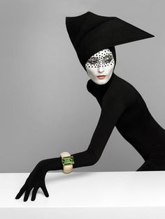 model Iekeliene Stange has been transformed into an…. Pure Poison! That's at least what imaginary  photographerPatrizio di RENZO titled the editorial, for the latest Majo Fruithof lookbook and jewelry line.